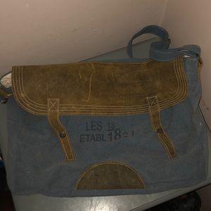 The barrel shack messenger bag tote blue brown